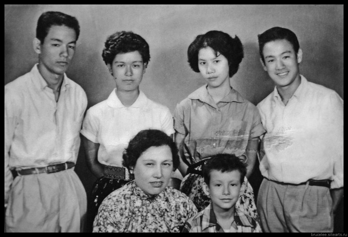 KOWLOON, HONG KONG - CIRCA LATE 1950's:  Bruce Lee along with his mother and siblings pose for a family snapshot circa the late 1950's in Kowloon Hong Kong California. (Photo by Michael Ochs Archive/Getty Images)
